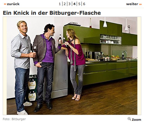 Junge, hübsche Menschen trinken noch mehr Bitburger.