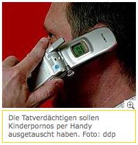 Mann mit Samsung-Handy (Künstler unbekannt)