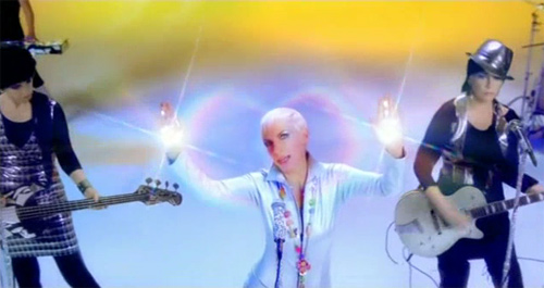 "Annie Lennox vernichtet ""Shining Light"""